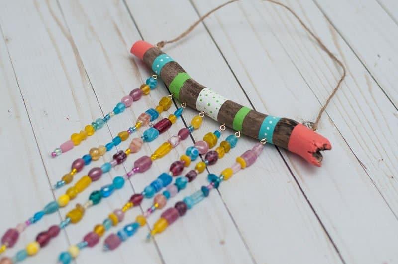 bricolage de carillons en perles pour enfants