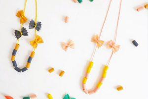 7 colliers de pâtes DIY à faire avec vos enfants