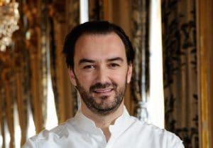 Cyril Lignac ému aux larmes, il avait fait cette promesse incroyable à sa mère avant de devenir cuisinier